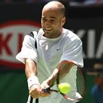 Học kỹ thuật đánh trái tay tennis