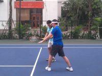 Tennis cho nguoi nuoc ngoai