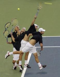 Bí mật cú giao bóng tennis của Roddick