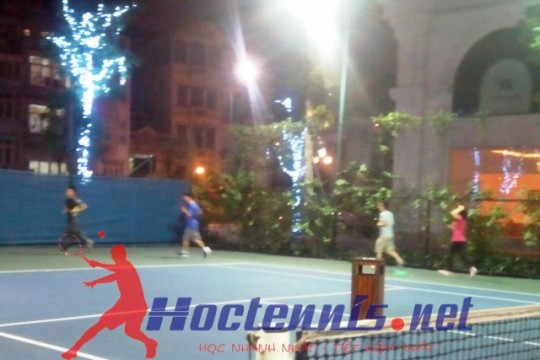 Lop hoc tennis co ban CB64 o Royal City, Ha noi