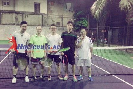 Học sinh lớp tennis cơ bản CB69 và thầy giáo