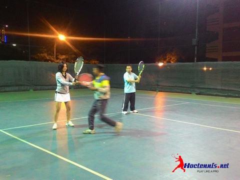 Lop tennis co ban Van bao